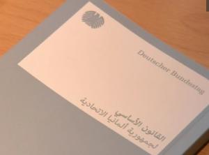 grundgesetz-auf-arabisch